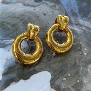 VINTAGE Gold Tone 80s Clasp Chunky Earrings